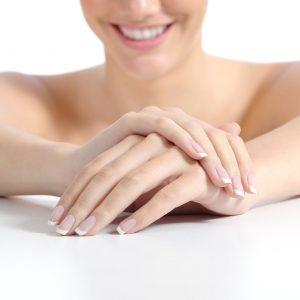 Nägel mit french manicure